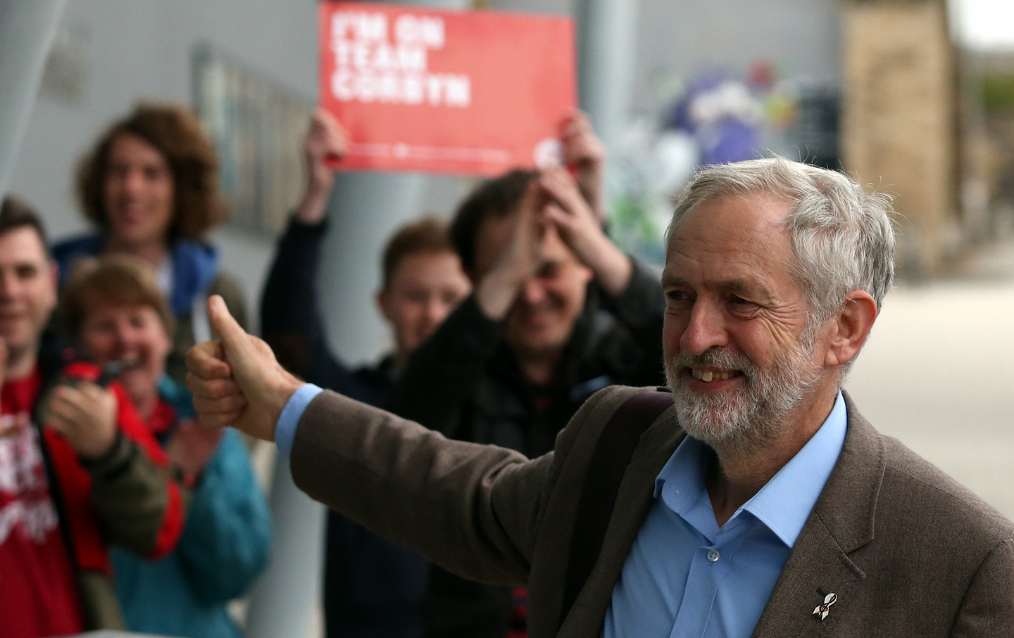 Jeremy Corbyn applauds the audience and supporters during a rally in London on September 10, 2015.  (Reuters / Peter Nicholls)
