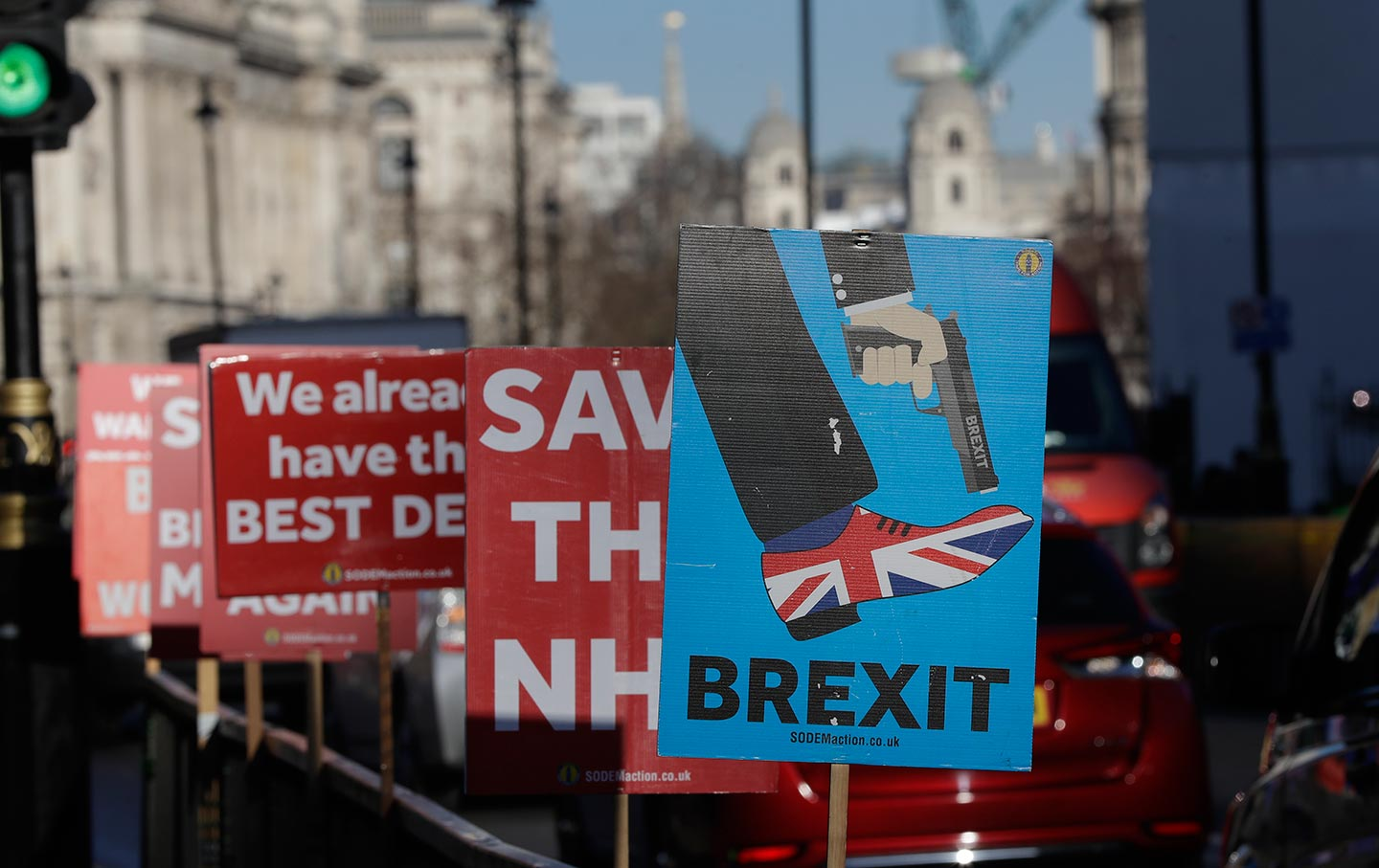 Banners tied to railings on the roadside near Parliament in London on January 22, 2019. (AP Photo / Kirsty Wigglesworth)